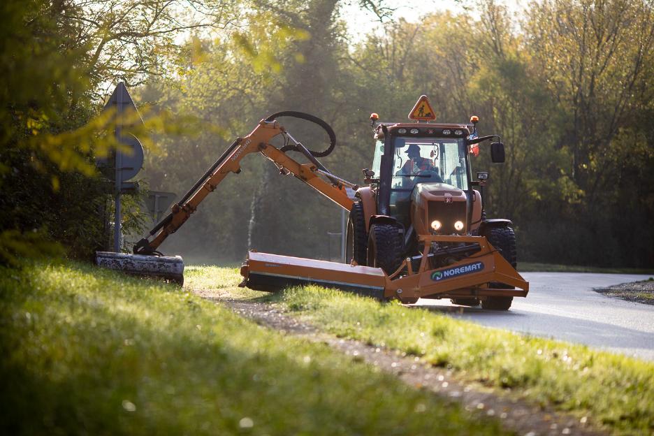 Barbolat Environnement est pécialisé dans l'entretien des accotements routiers et du paysage.