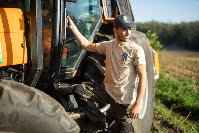 Barbolat environnement est composé de paysagistes qualifiés et de professionnels du matériel agricole, habilités aux chantiers à haut risque.